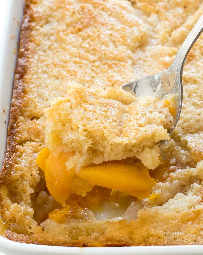 Southern Peach Cobbler Recipe | chefsavvy.com