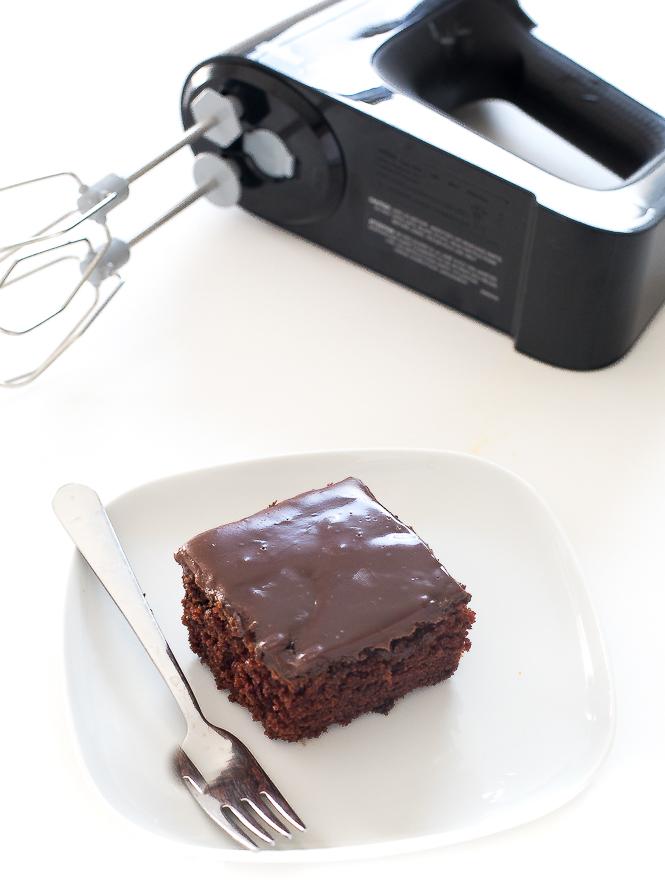 Easy Chocolate Cake | chefsavvy.com