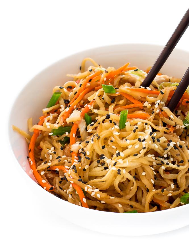 Easy Chicken Chow Mein | chefsavvy.com