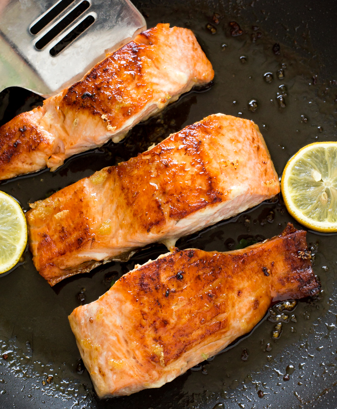 Easy Honey Lemon Garlic Salmon | chefsavvy.com
