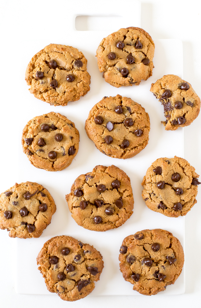 Flourless Peanut Butter Chocolate Chip Cookies | chefsavvy.com