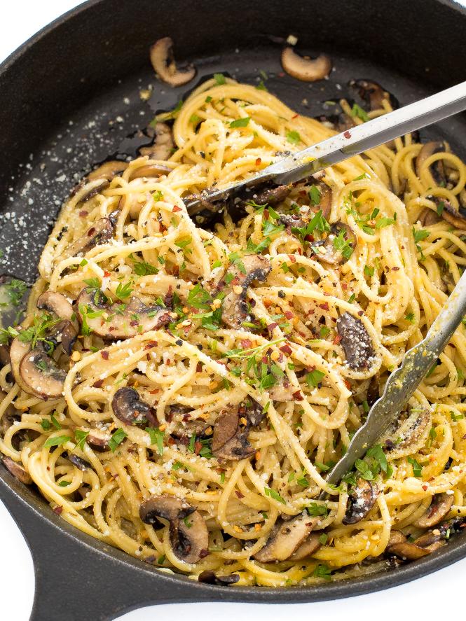Creamy Mushroom Carbonara | chefsavvy.com