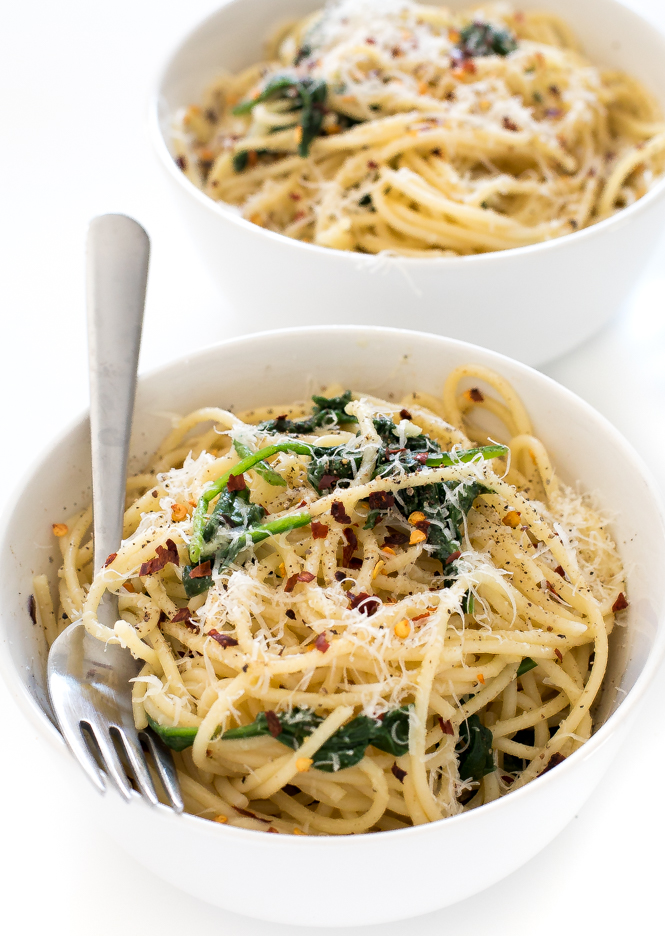 Spaghetti with Garlic and Oil | chefsavvy.com
