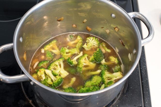 Homemade Creamy Broccoli Soup Recipe | chefsavvy.com
