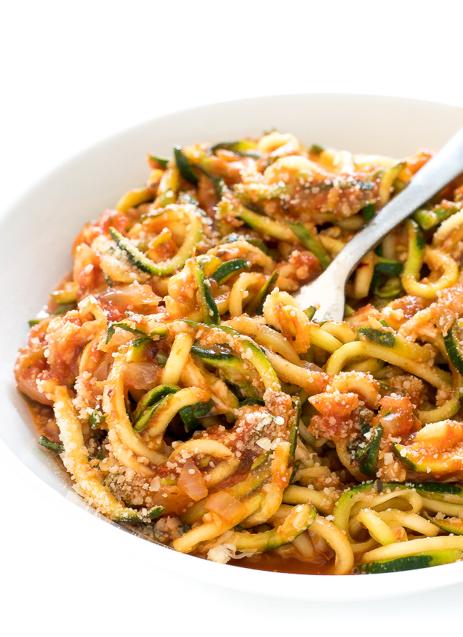 Zucchini Noodles in Tomato Sauce | chefsavvy.com
