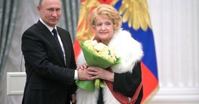 Худрук МХАТ имени Горького высказался о скандале с Татьяной Дорониной