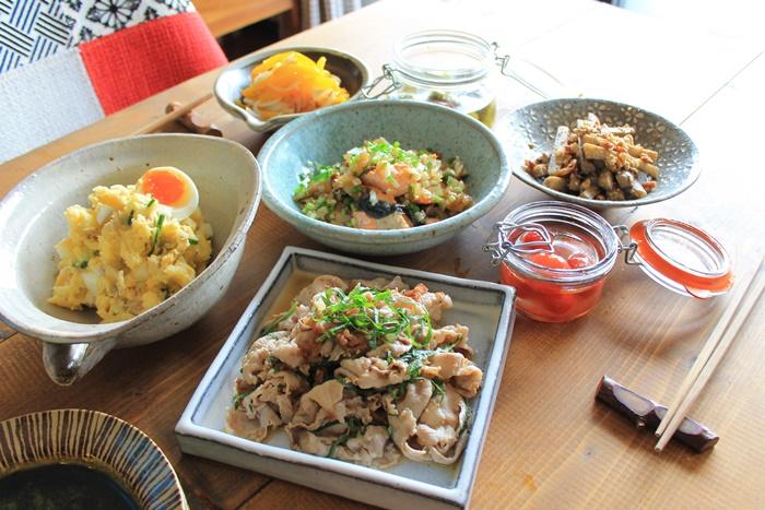 和食のおもてなしおかずをお皿に移しておもてなし