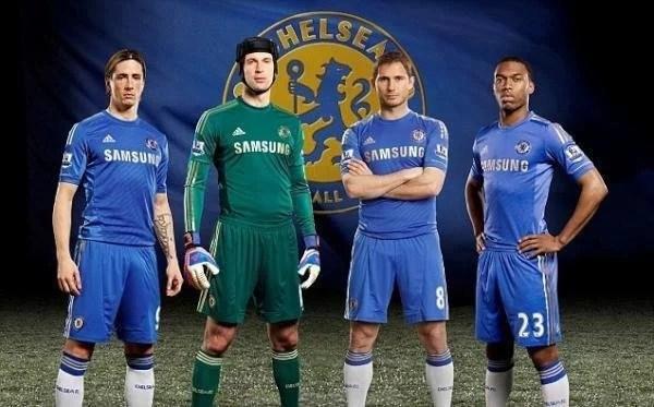 9c64fb3338 ... Frank Lampard e Daniel Sturridge apresentaram o uniforme dos Blues para  a temporada 2012 2013