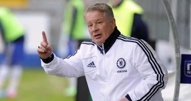 O técnico Dermot Drummy durante a partida. (Foto: Chelsea FC)