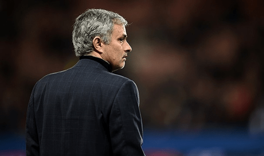 Mourinho demonstrou foco total na final (Foto: Chelsea FC)
