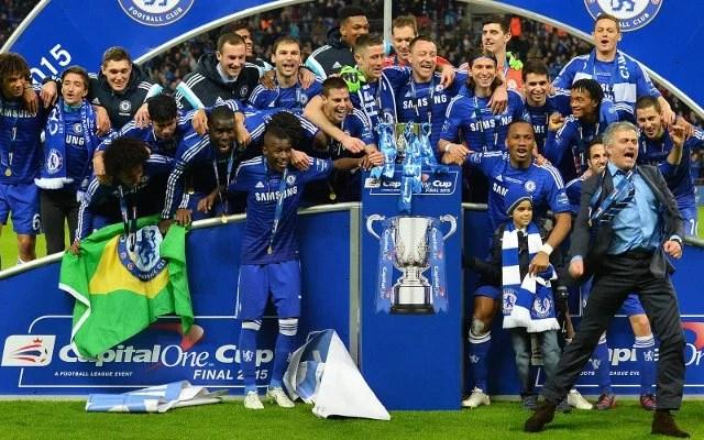 Chelsea comemora o título de mais uma Copa da Liga (Foto: Getty Images)