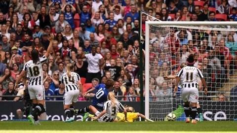 JI abre o placar e dá o título ao Chelsea (Foto: Chelsea FC)