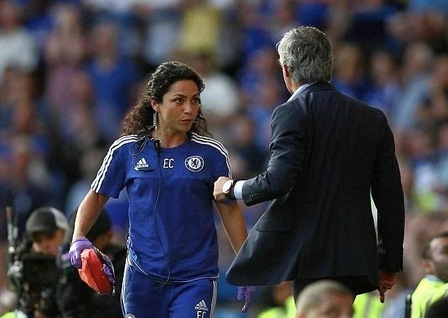 Mourinho e Eva discutiram rispidamente na lateral do campo, na última partida (Foto: Getty Images)