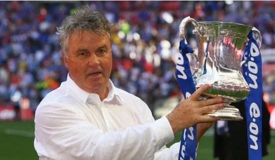 Ele chegou até a levantar um troféu pelo Chelsea (Foto: Skysports)