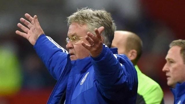 Hiddink comentou a necessidade de mudanças conforme o adversário (Foto: Chelsea FC)