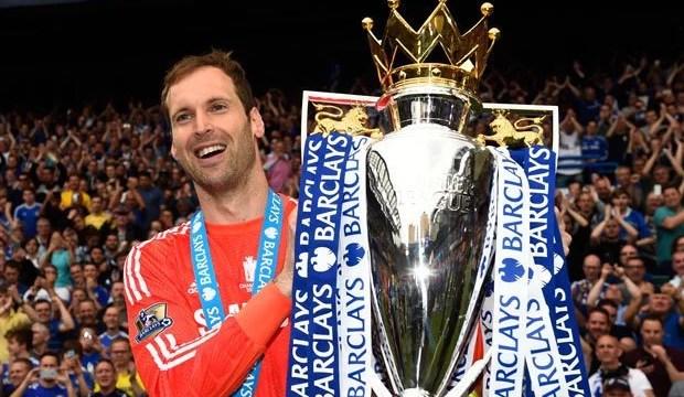Na última passagem pelo Chelsea, Petr Cech faturou dois títulos: Premier League e Capital One Cup