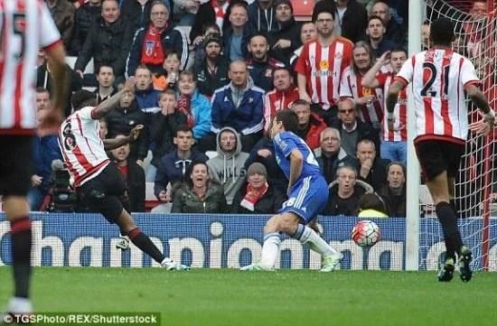 Defoe garantiu a vitória pro Sunderland