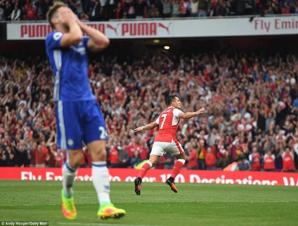 Cahill lamenta a falha no primeiro gol