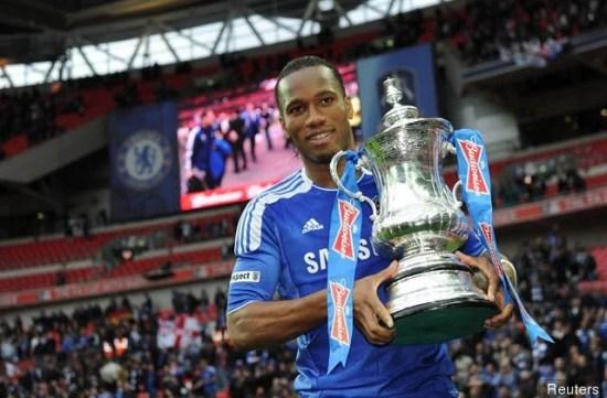 Didier Drogba com o troféu da FA Cup