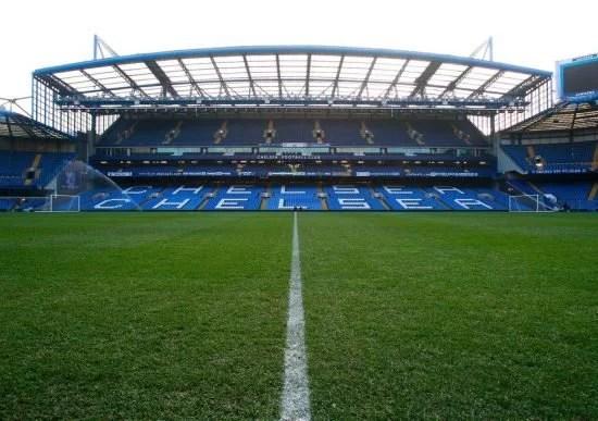 Chelsea e Leeds se enfrentam em duelo em Stamford Bridge. Ou seja, o primeiro jogo dos Blues com retorno gradual dos torcedores.
