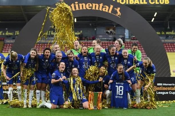 Chelsea Women comemorando o título da Conti Cup