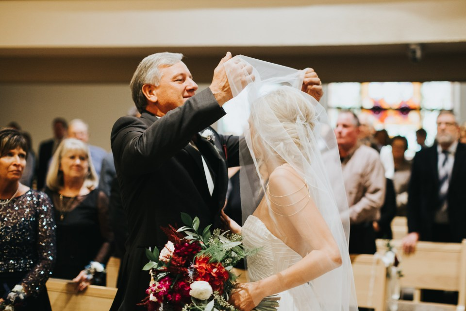 Chelsea Dawn Weddings Lindsay and Jared Cedar Falls IA (39)