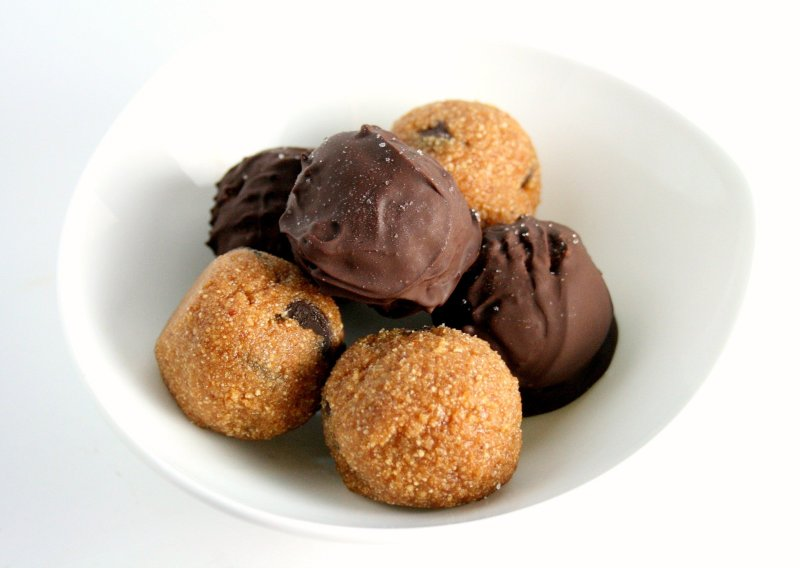 Who doesn't like cookie dough? My no bake cookie dough truffles, put a healthy and edible spin on cookie dough! Go ahead- lick the spoon!