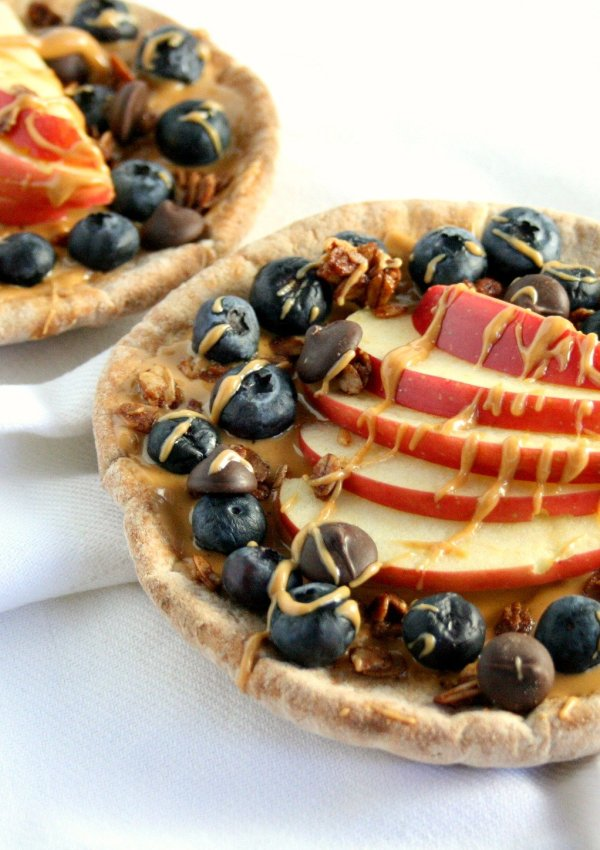 Pizza for breakfast? Why not!? My healthy breakfast pita pizza is a great source of whole grains, fruits, healthy fats, and protein to help power you through the day!