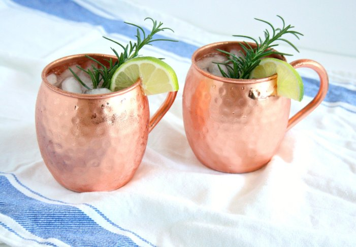 It's 5 o'clock somewhere right? Impress your guest by whipping up my Skinny Moscow Mules at your next event. This pretty cocktail is easy to make and will have you looking like a professional mixologist in no time!
