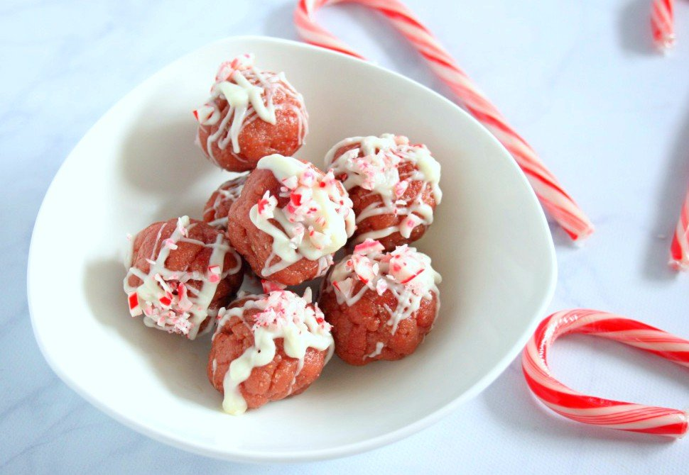The holidays are officially here! Make these protein packed, no bake white chocolate peppermint truffles for your next cookie exchange or holiday event.