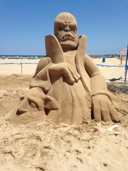 Kaos Sand Sculpture