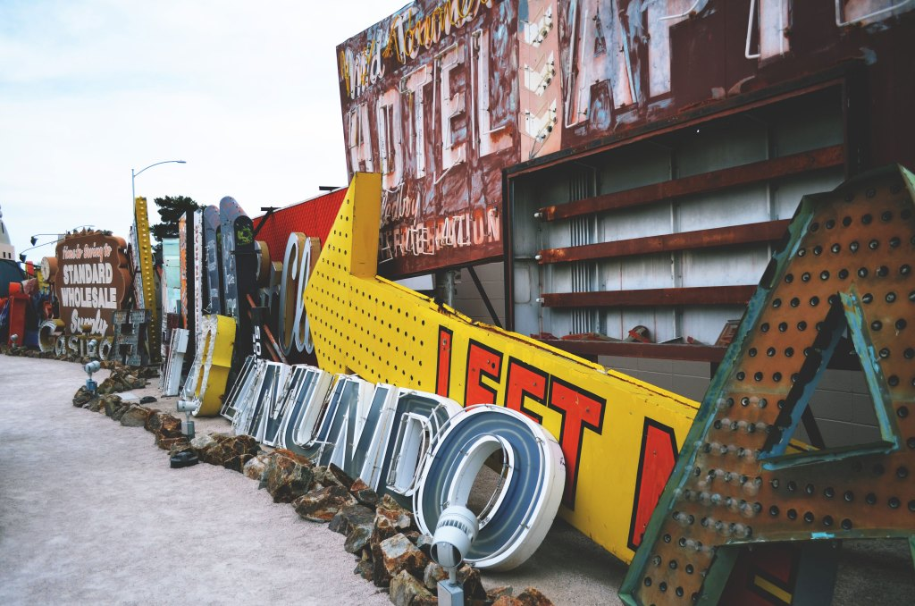 Chelsea+Morgan Vegas Baby - Pictures from my trip to the famous Neon Museum boneyard featuring vintage signs from the famous Las Vegas strip. chelseamorgandesigns.com