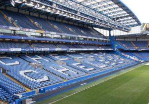 Eden Hazard talks to Neymar