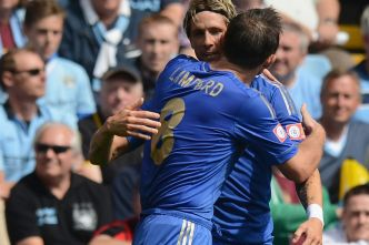 Fernando+Torres+is+congratulated+by+team+mate+Frank+Lampard+after+scoring+the+opening+goal+during+the+FA+Community+Shield+match+between+Manchester+City+and+Chelsea+at+Villa+Park