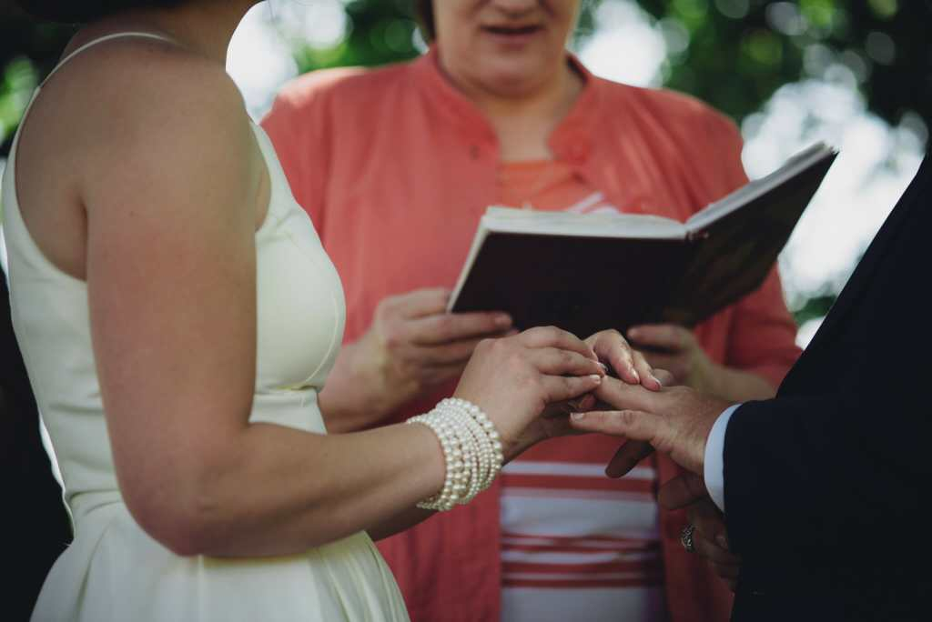 exchanging rings at mansfield outdoor centre wedding