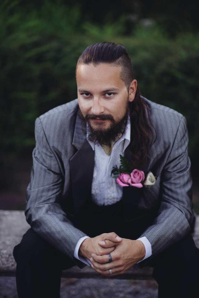 portrait of groom at parkwood estate oshawa