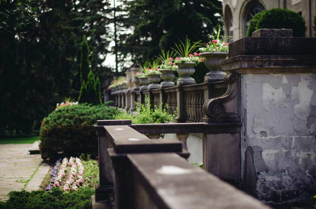 stone railing with flowers at parkwood estate