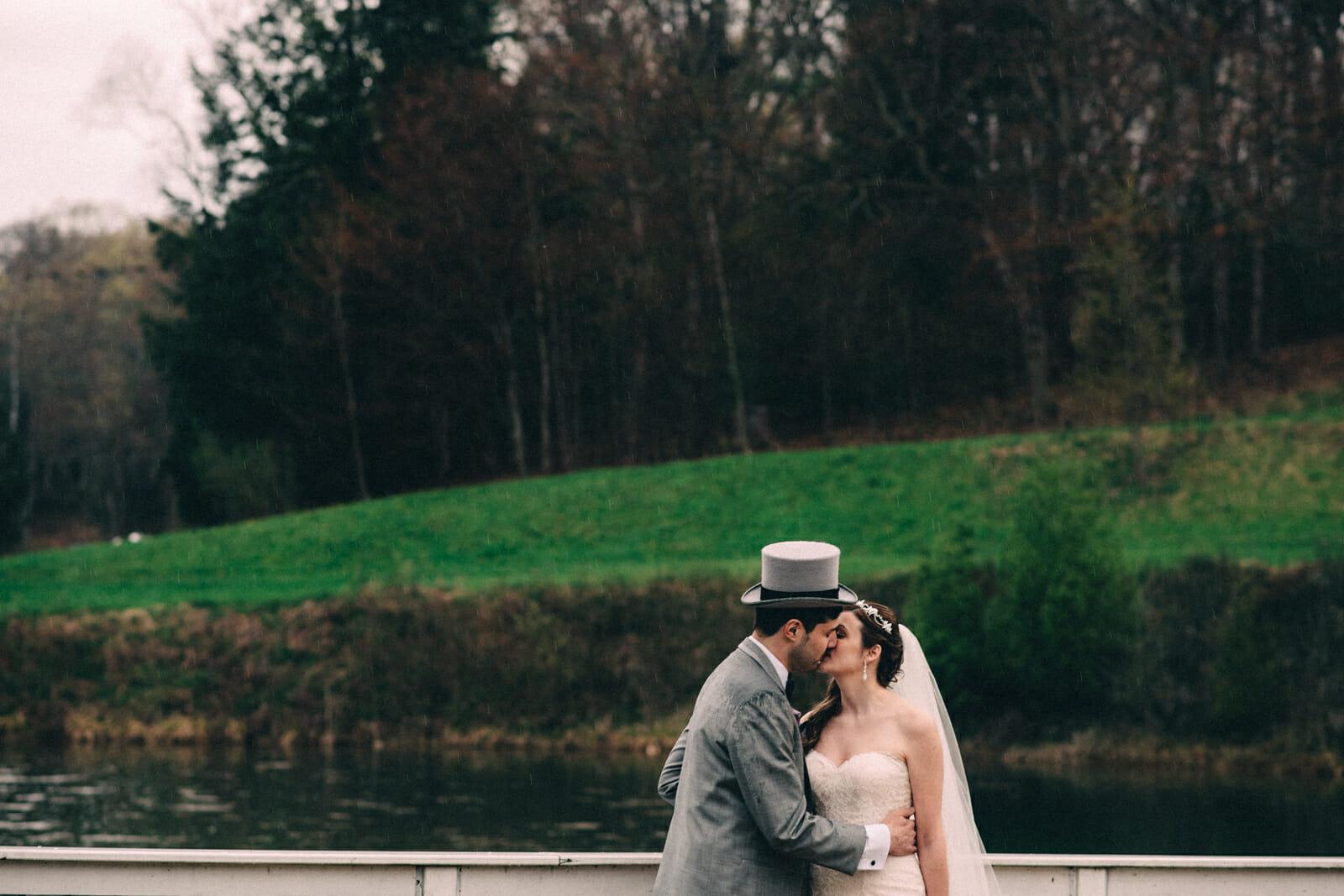 newlyweds kiss at trillium trails