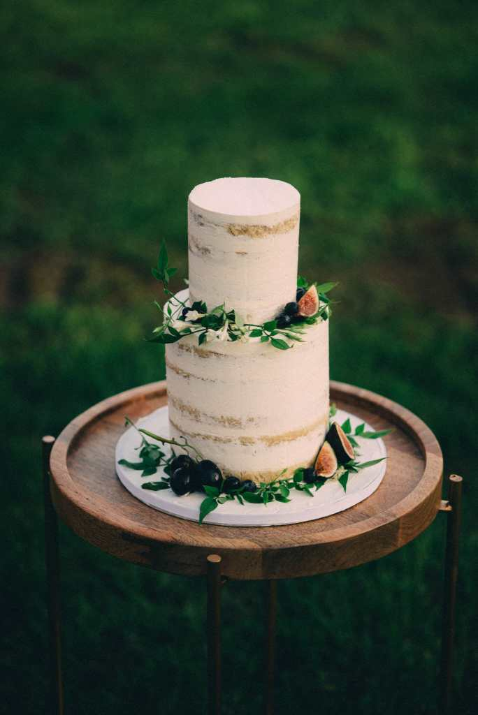 bohemian naked cake with greenery