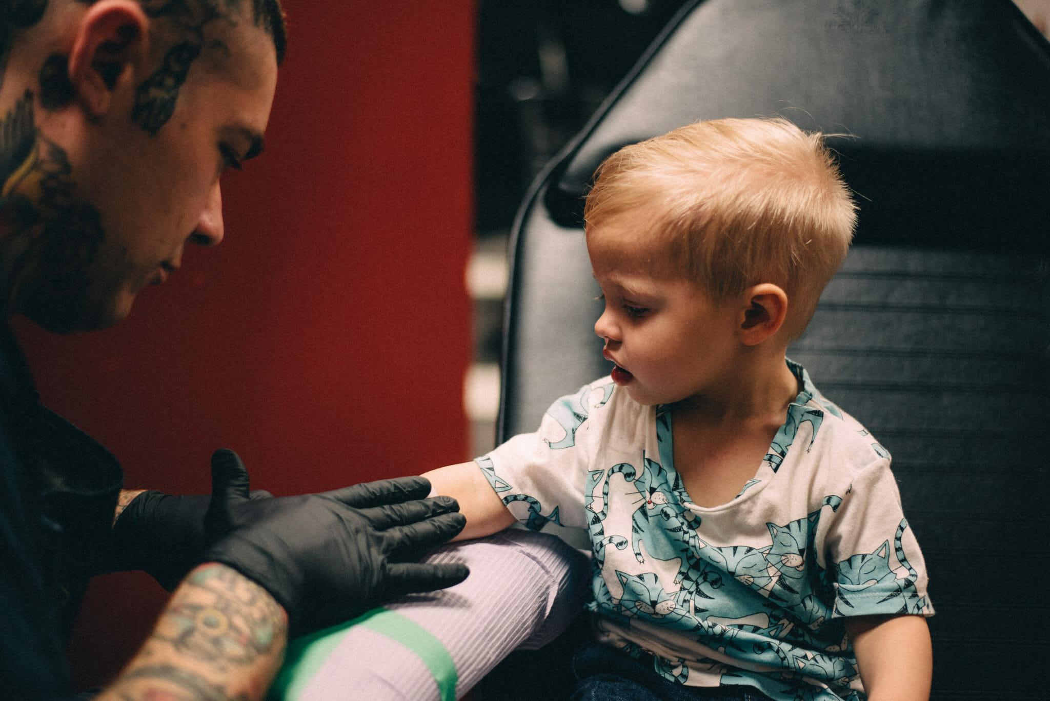 little boy gets stencil tattoo at taunton tattoo co oshawa