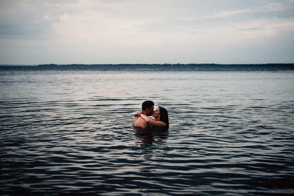 couple kiss in lake simcoe waters