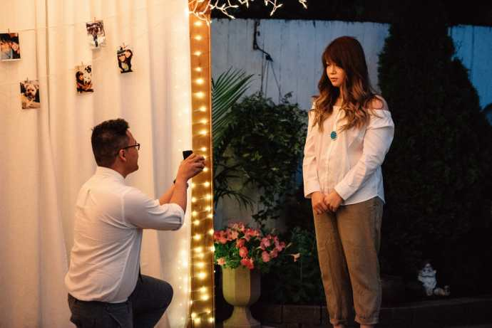 man pops the marriage question to his girlfriend