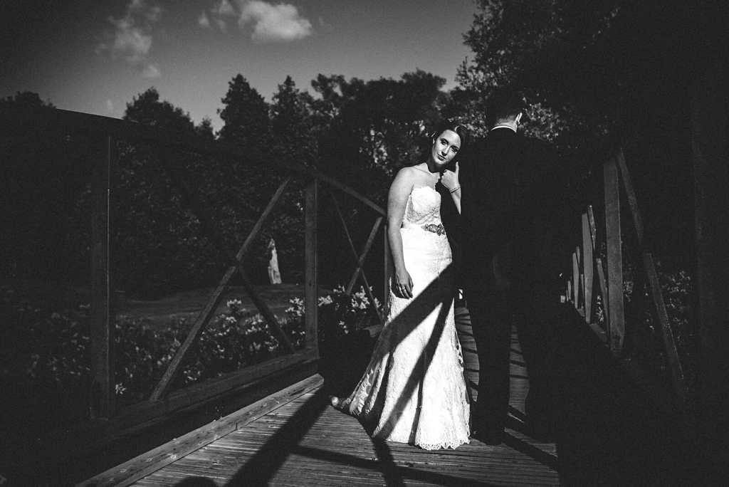 oshawa wedding bride and groom photography