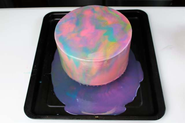 This mirror glaze cake is inspired by mermaids!
