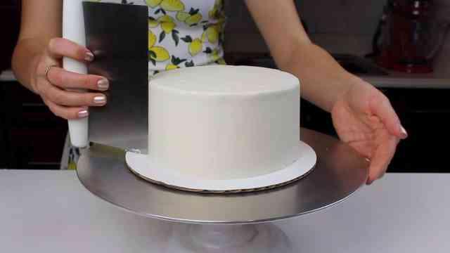 smoothing lemon cake