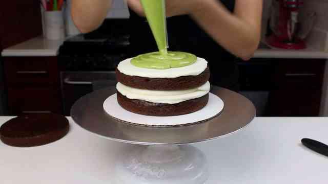 piping avo bc onto cake layer