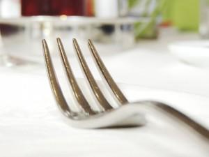 fourchette-argenterie-manger-coutellerie-de-cuisine-en-metal_121-68042
