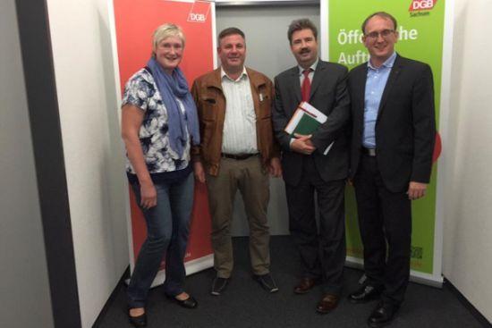 v.l.: mit Dr. Heidi Becherer (DGB), Mirko Hawighorst (IGBAU), Volkmar Heinrich (NGG)