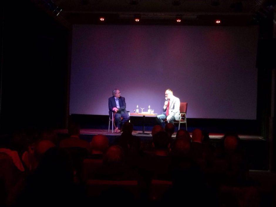 Jörg Vieweg im Gespräch mit dem Regisseur des Films Carl-A. Fechner