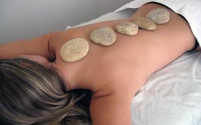 Pedras quentes e massagem: encontro de bem estar e harmonia
